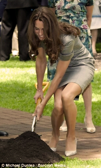 Kate Middleton Upskirt Photo Updated Below Including