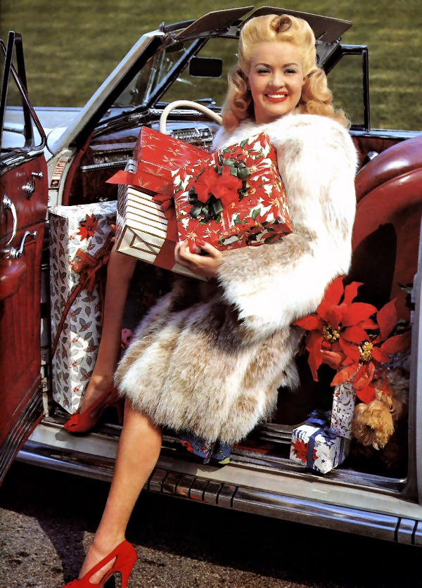 Christmas-Betty-Grable-DoctorMacro