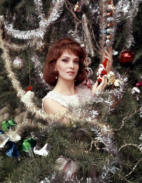 Christmas-Gina-Lollobrigida-200
