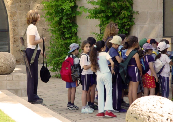 Israeli-Schoolchildren-and-Teacher-001x