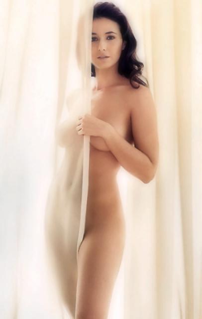Emmanuelle-Chriqui-OMBG-004