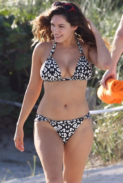 Kelly-Brook-HT-1005
