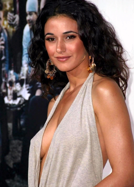 Rule5News-Emmanuelle-Chriqui-TB-901